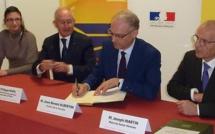 Stéphanie Imbert, Philippe Wahl, PDG du groupe La Poste, Jean Benoit Albertini, préfet de la Vendée, et Joseph Martin, maire.  